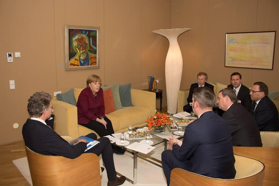 Deutsche Bumsfotzen ficken mit Vertretern